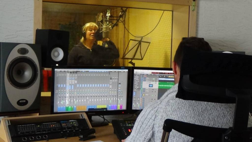 Im Studio zu Aufnahmen des Programmes Alpenhits